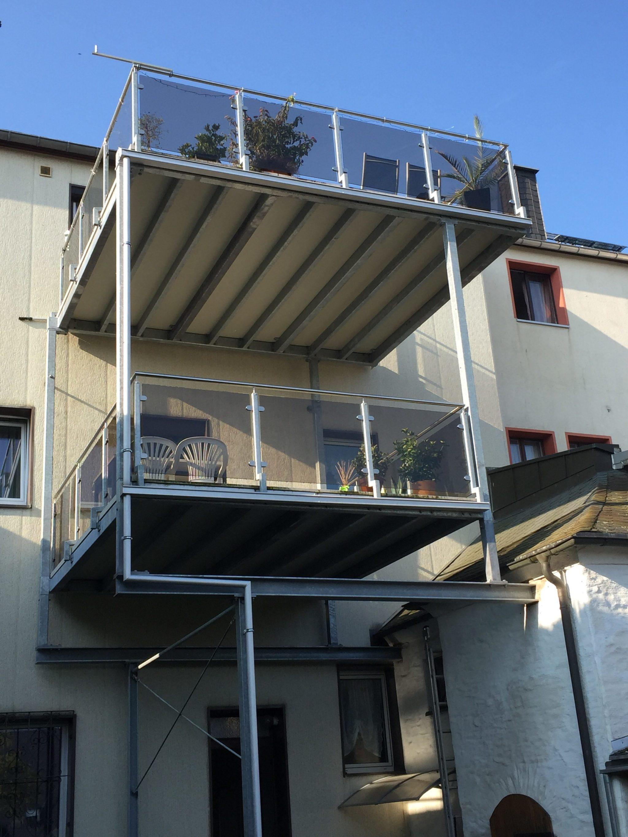 Balkon mit unterschiedlichen Größen pro Geschoss