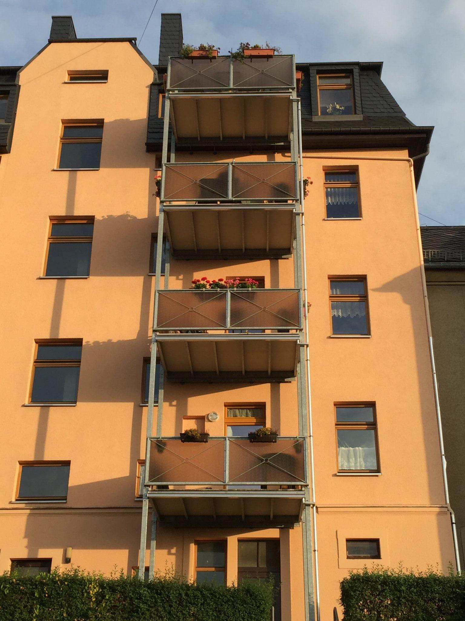 Balkons einer Wohnanlage