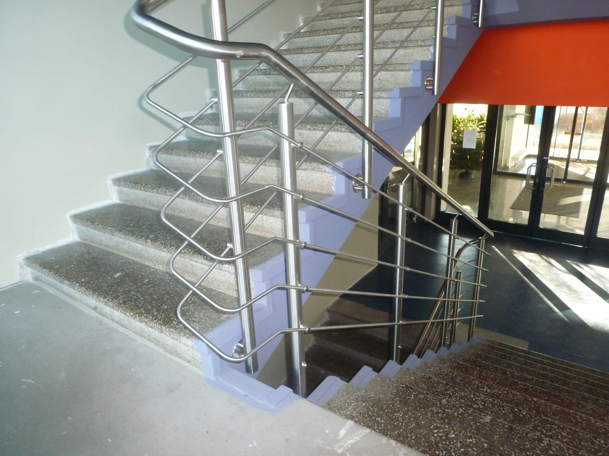 Geländer im Treppenhaus eines Verwaltungsgebäudes