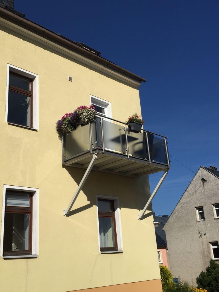 """""""Hängender"""" Balkon mit Verglasung"""